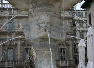 Particolare di  fontana di Madonna Verona