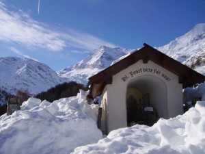 La cappella nella candida neve