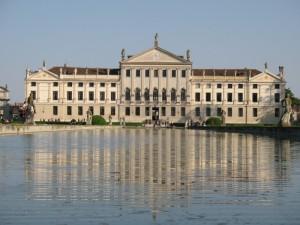 La grande vasca di villa Pisani
