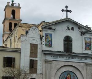 Chiesa con campanile lungo la Statale