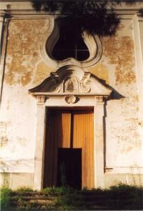 Chiesa sconsacrata - porta