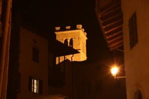 il campanile a torre della chiesa di S. Vincenzo - Isera - Trentino