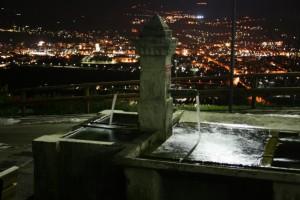 .quì lavano ancora..fontana lavatoio a Reviano fraz. di Isera - Trentino