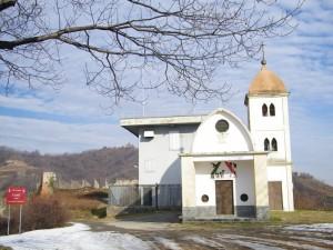 La Chiesetta, il Castello, il Vino