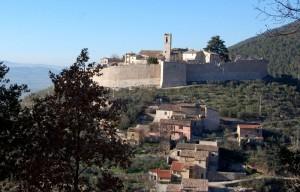 Il castello e la chiesa di San Donato