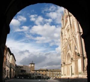Il Duomo sotto l'Arco
