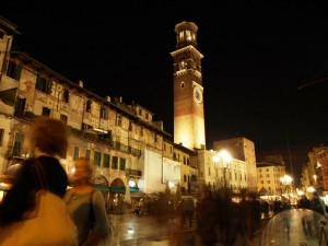 Torre dei Lamberti e Piazza Erbe by night
