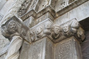 Il portale di S.Antonio Abate: particolare