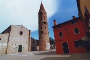 campanile con chiesa