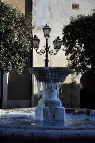 Pitigliano - Fontana ghiacciata