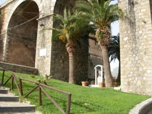 Nicchia con l'effigie Maria SS delle Grazie sotto il celebberimo ponte Caravilla in Bagnara (RC)