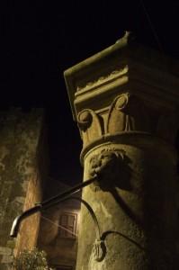 Fontana della rocca (notturno)