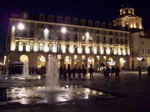 Scrosci notturni in Piazza Castello