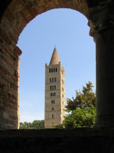 Il campanile, la sua cornice