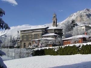 Chiesa di Bratto sotto la neve