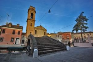 Ponte, bici e chiesa