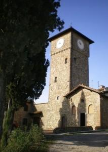 Cappella con la torre dell'orologio del borgo medievale di Brugnano (Montespertoli FI)
