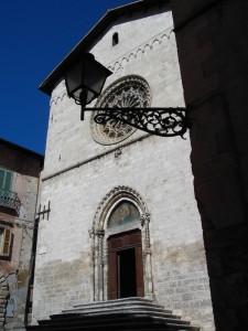 chiesa con lampione