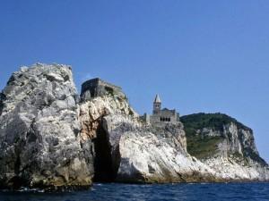 San Pietro visto dal mare