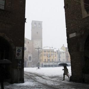 A passeggio sotto la neve