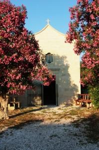 Chiesa in un vecchio borgo