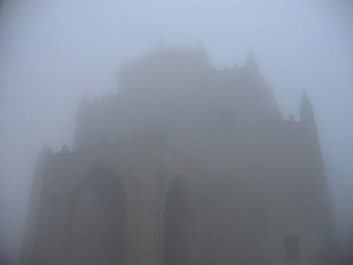 """Erice - """"Le nebbie svaniscono alle porte della Chiesa"""""""