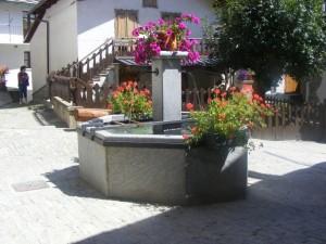 "fontana in""centro Pourrieres"""
