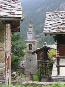 Antico campanile nell'abitato di Champorcher