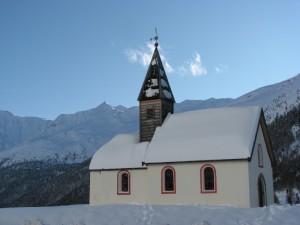 Chiesa ai piedi del ghiacciaio