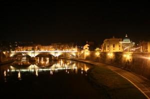 San Pietro di notte visto da ponte Castel Sant'Angelo
