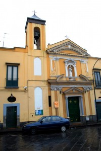 Chiesa gialla a Pollena Trocchia