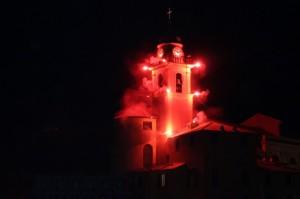 campanile della chiesa di camogli infuocato