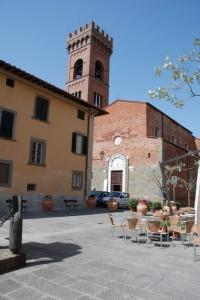 Montecarlo (LU) Piazza con Chiesa e Campanile