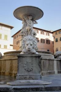 fontana dei leoni,pza farinata degli uberti scorcio