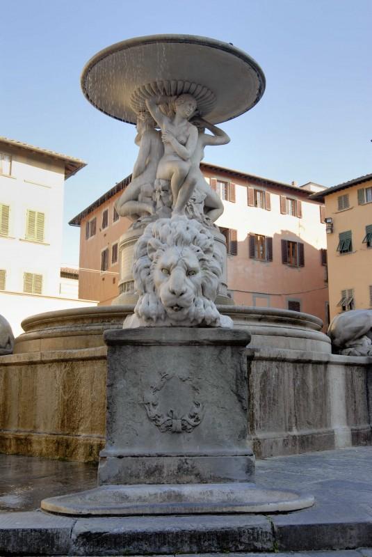 ''fontana dei leoni,pza farinata degli uberti scorcio'' - Empoli
