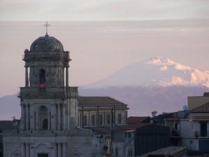 il monumento e la montagna