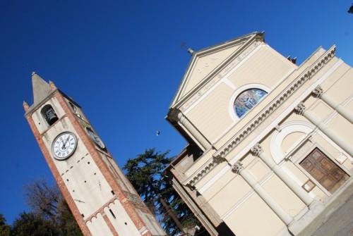 Moncrivello - Parrocchiale di S. Eusebio con torre campanaria romanica
