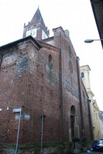 San Martino e San Sebastiano con  un campanile romanico