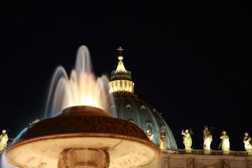 Roma - Piazza San Pietro-Catino superiore Fontana del Bernini (dettaglio)