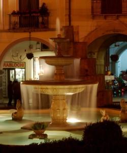 Fontana di Piazza Duomo. Notturno