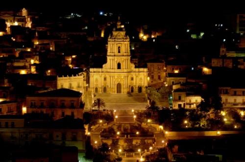 Modica - Barocco siciliano - Basilica di San Giorgio di notte - Modica
