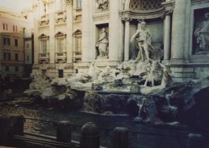 Fontana di Trevi la mattina presto
