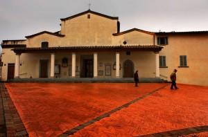 """La piazza """"rossa"""" a Sesto"""