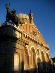 Il Gattamelata a guardia della Basilica