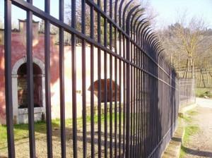 Fontana  della Fata Morgana vista dalla cancellata
