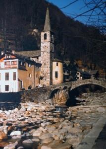 Ponte storico medievale e Chiesa parrocchiale