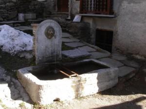 Bellino, frazione Prafauchier, alta val Varaita, fontana in pietra