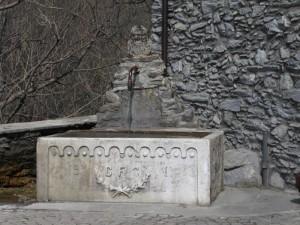 Moncenisio (un tempo Ferrera Cenisio), fontana in pietra