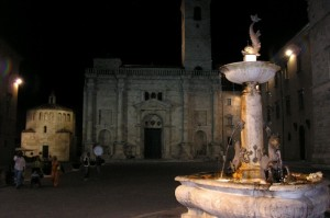 Una fontana nella notte