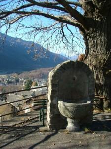 fontana con vista di Toceno